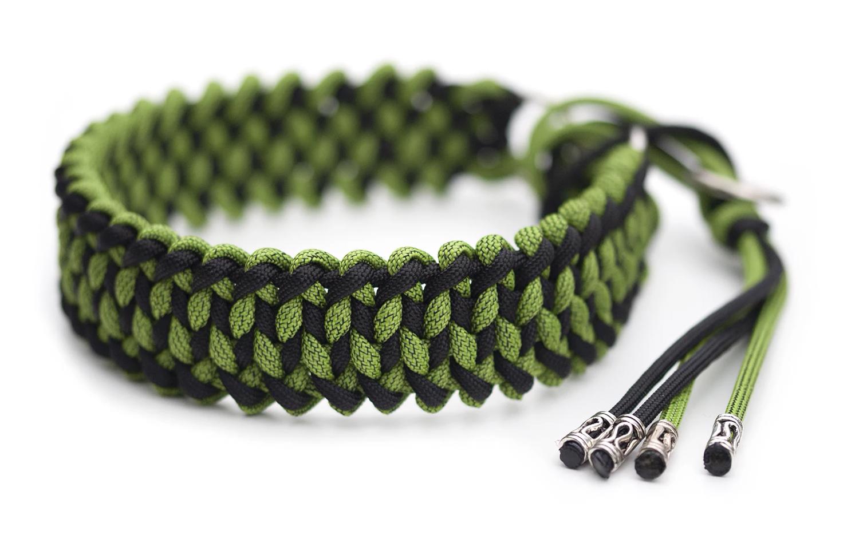 Snyggt och slitstarkt halvstrypshalsband i färgerna Leaf Green & Black Fusion / Black