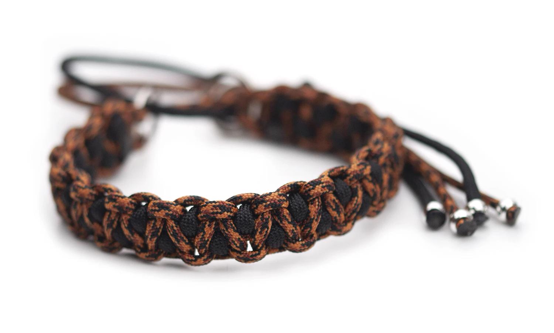 Snyggt och slitstarkt halvstrypshalsband i färgerna Leopard / Black